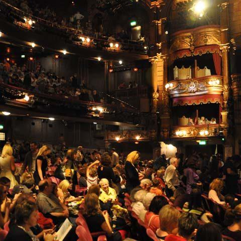 Theatre Transportation AB247 London B02
